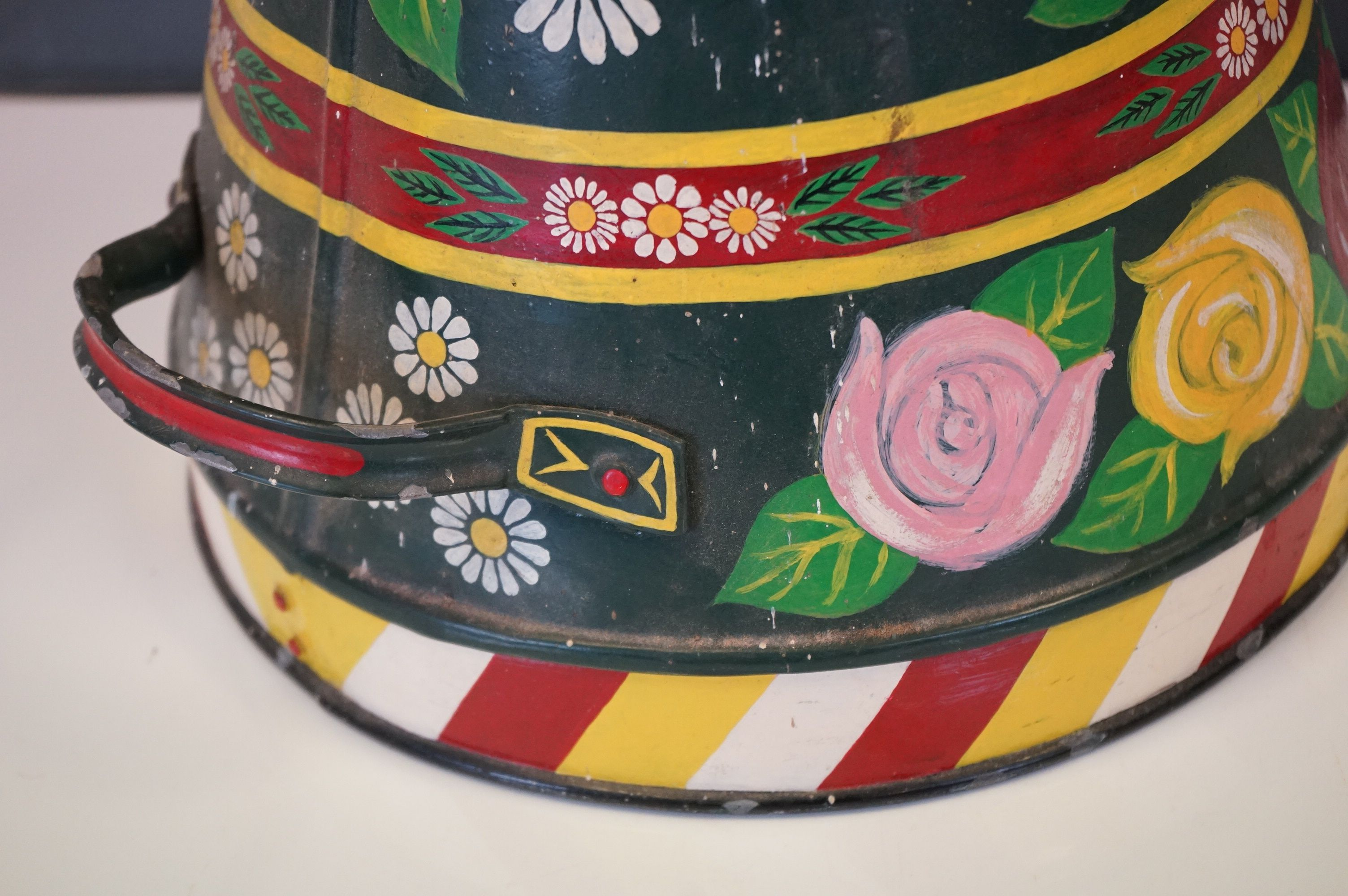A barge ware water can with hand painted floral decoration. - Image 4 of 5