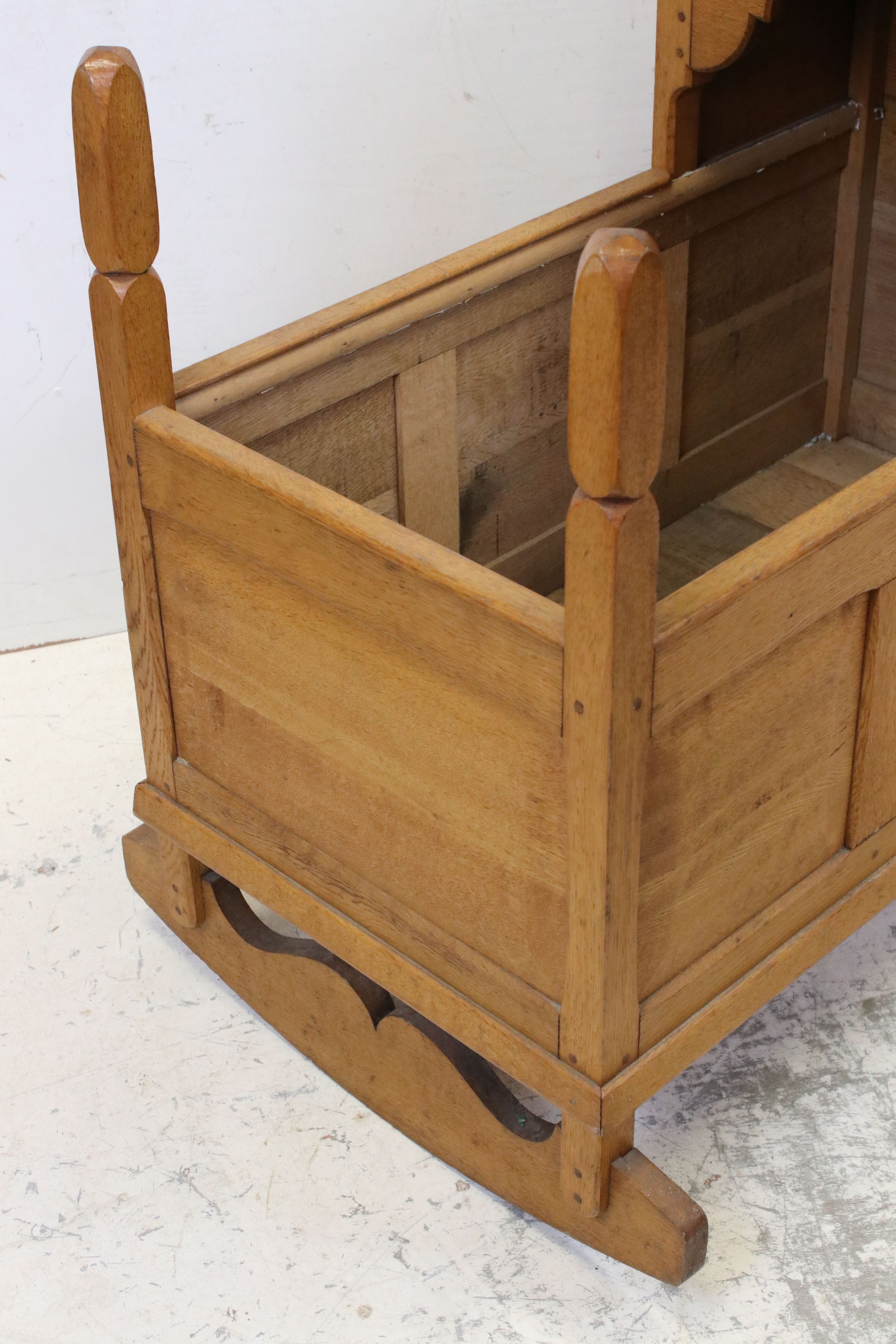 Oak Rocking Crib of panelled construction in the Cotswold School manner, 81cms long - Image 3 of 4