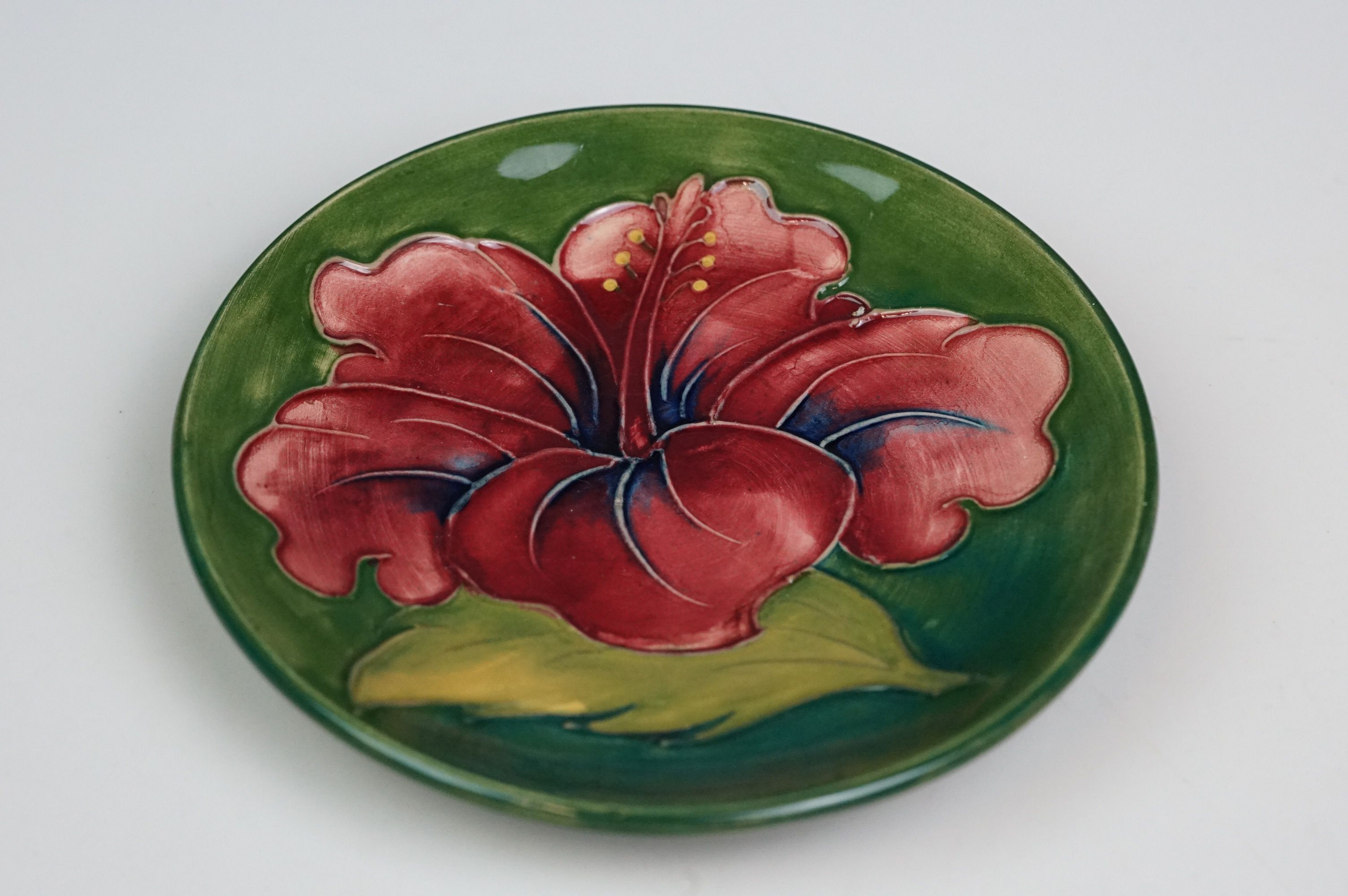 Moorcroft hibiscus flower pin dish, green ground with red flower, diameter approx 11.5cm