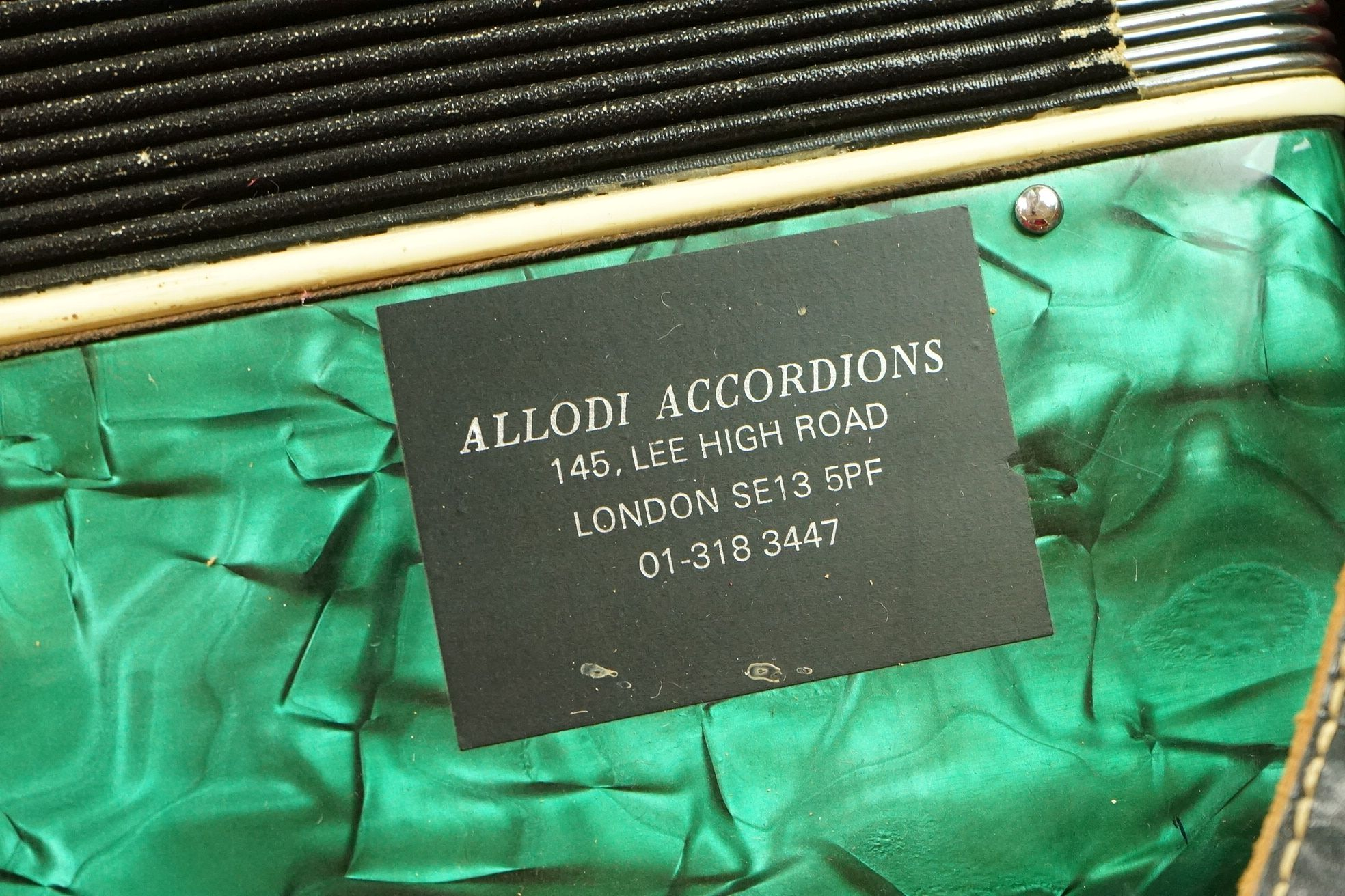 A vintage Parrot Accordion in green in original fitted case. - Image 7 of 10