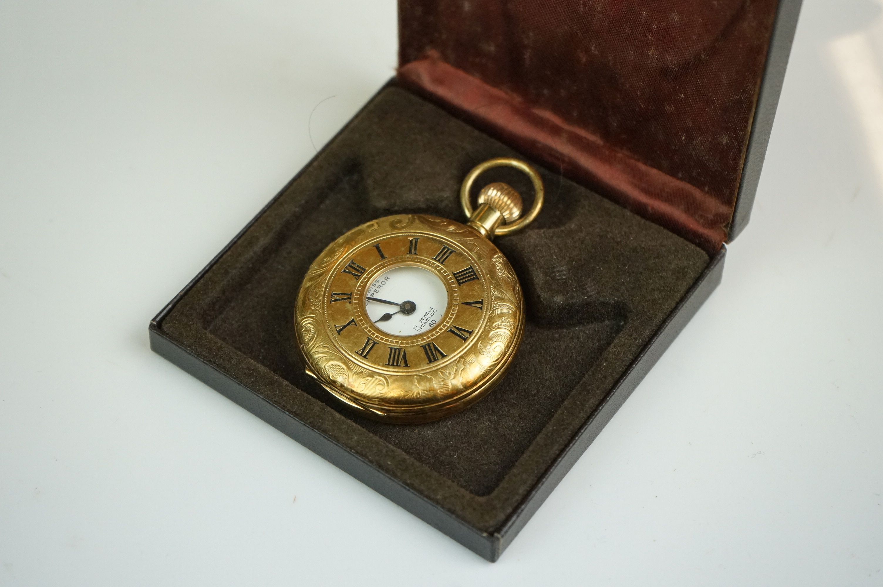 A collection of vintage costume jewellery to include gold and silver examples together with a - Image 3 of 5