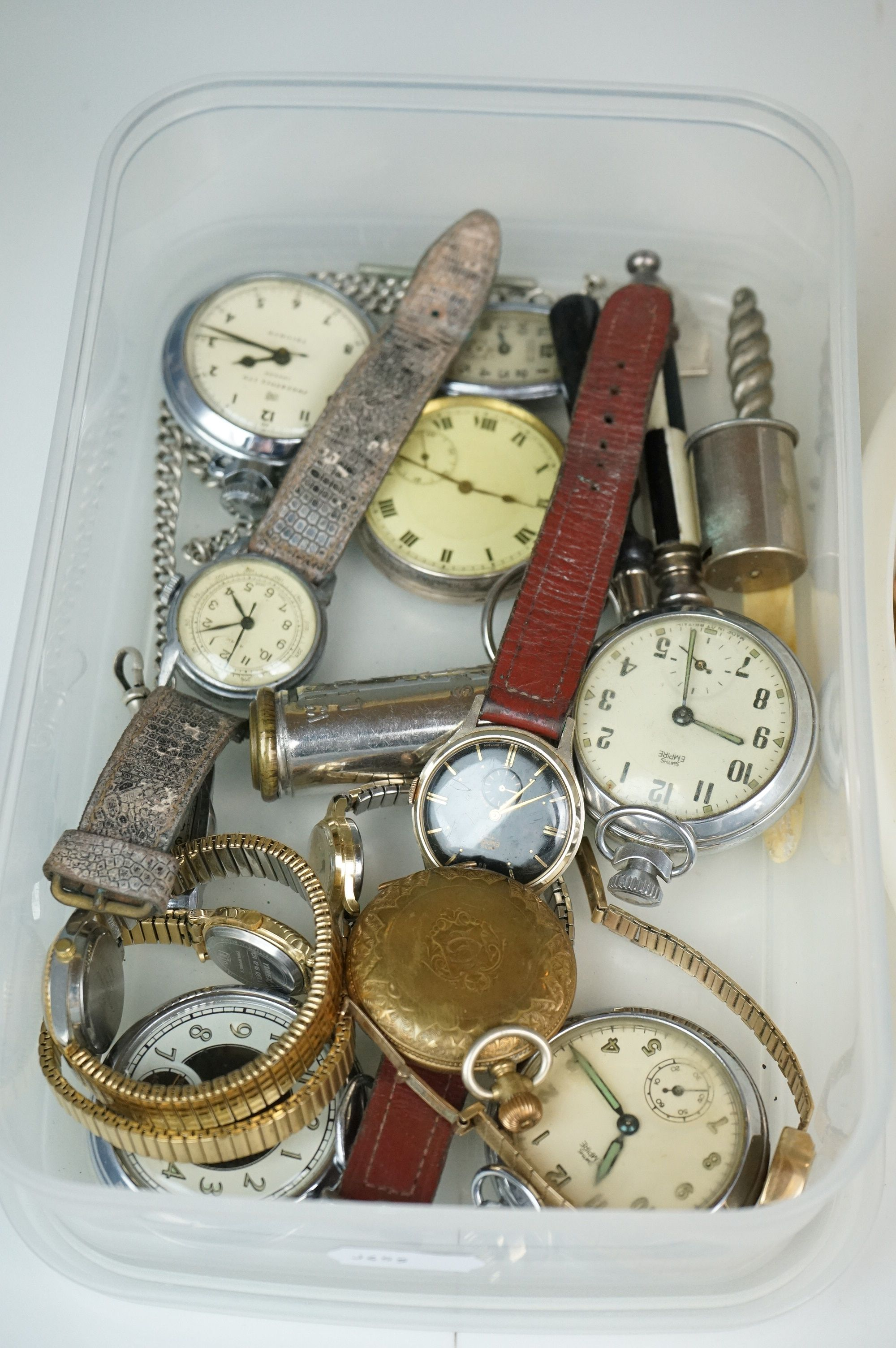 A collection of vintage costume jewellery to include gold and silver examples together with a - Image 4 of 5