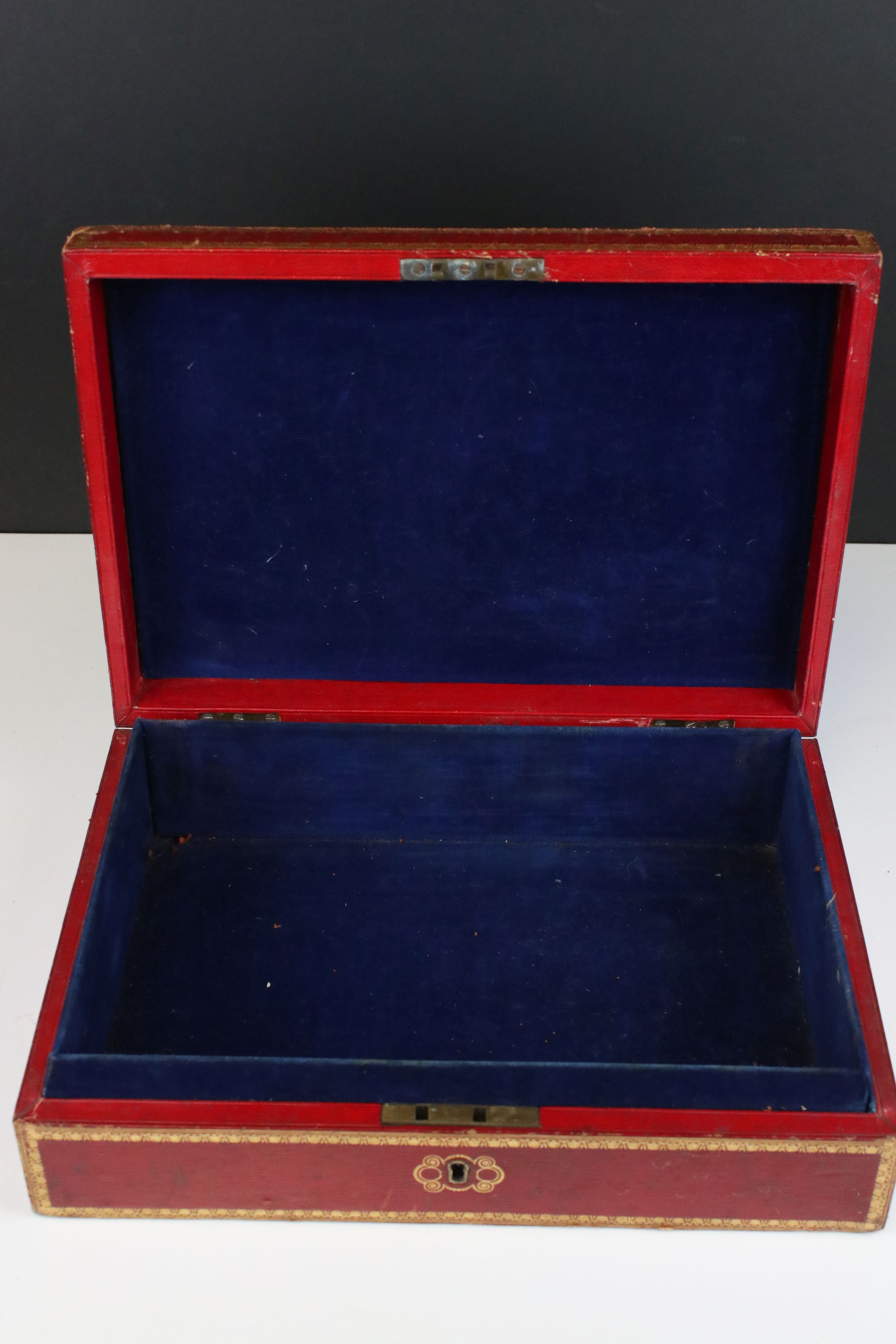 Late 19th / Early 20th century Tooled Red Leather and Gilt Box with blue lined interior containing a - Image 5 of 5