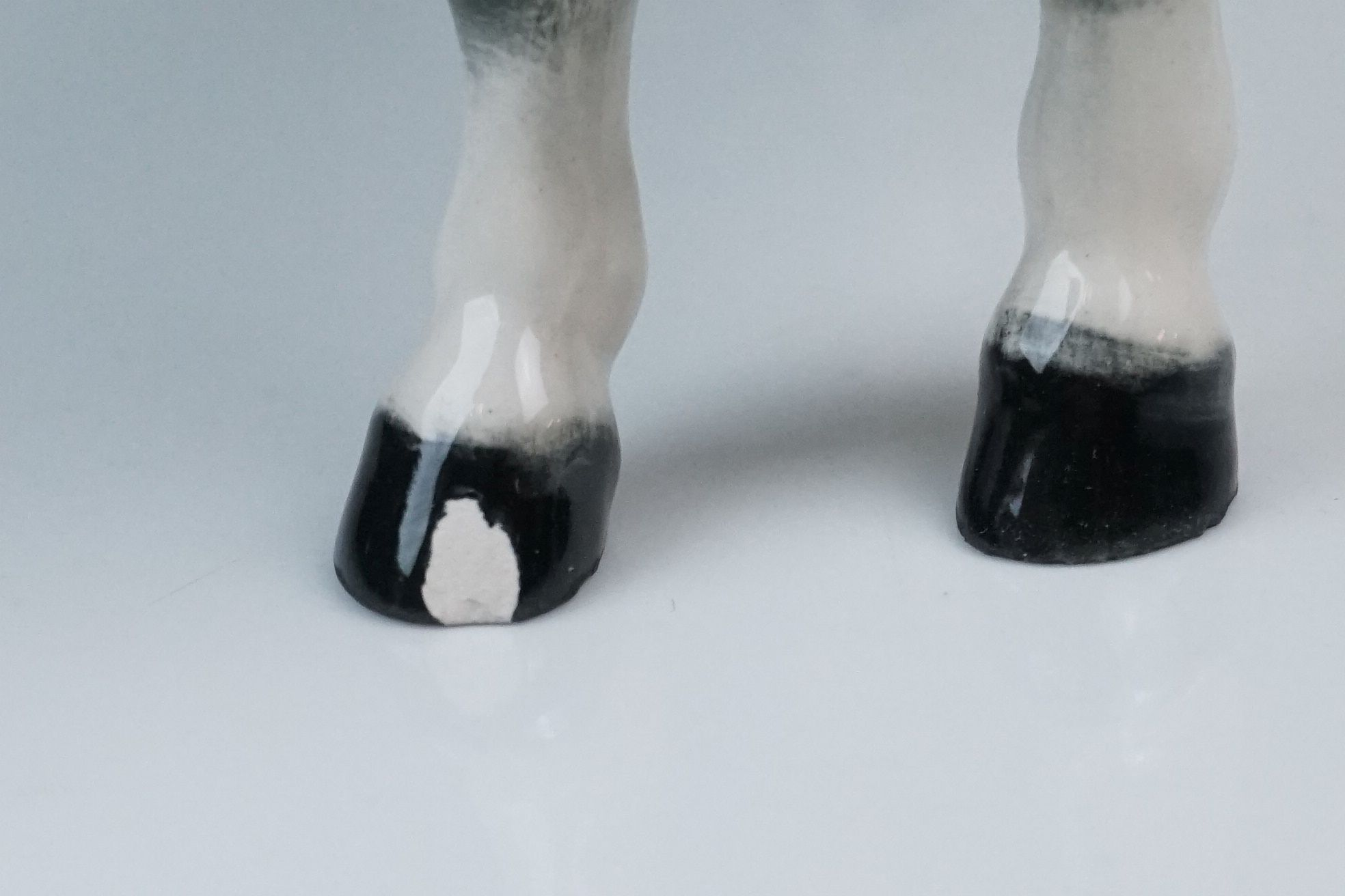 Two Beswick Woolly Shetland Mare Ponies (no. 1033) in Brown and Dapple Grey - Image 4 of 10