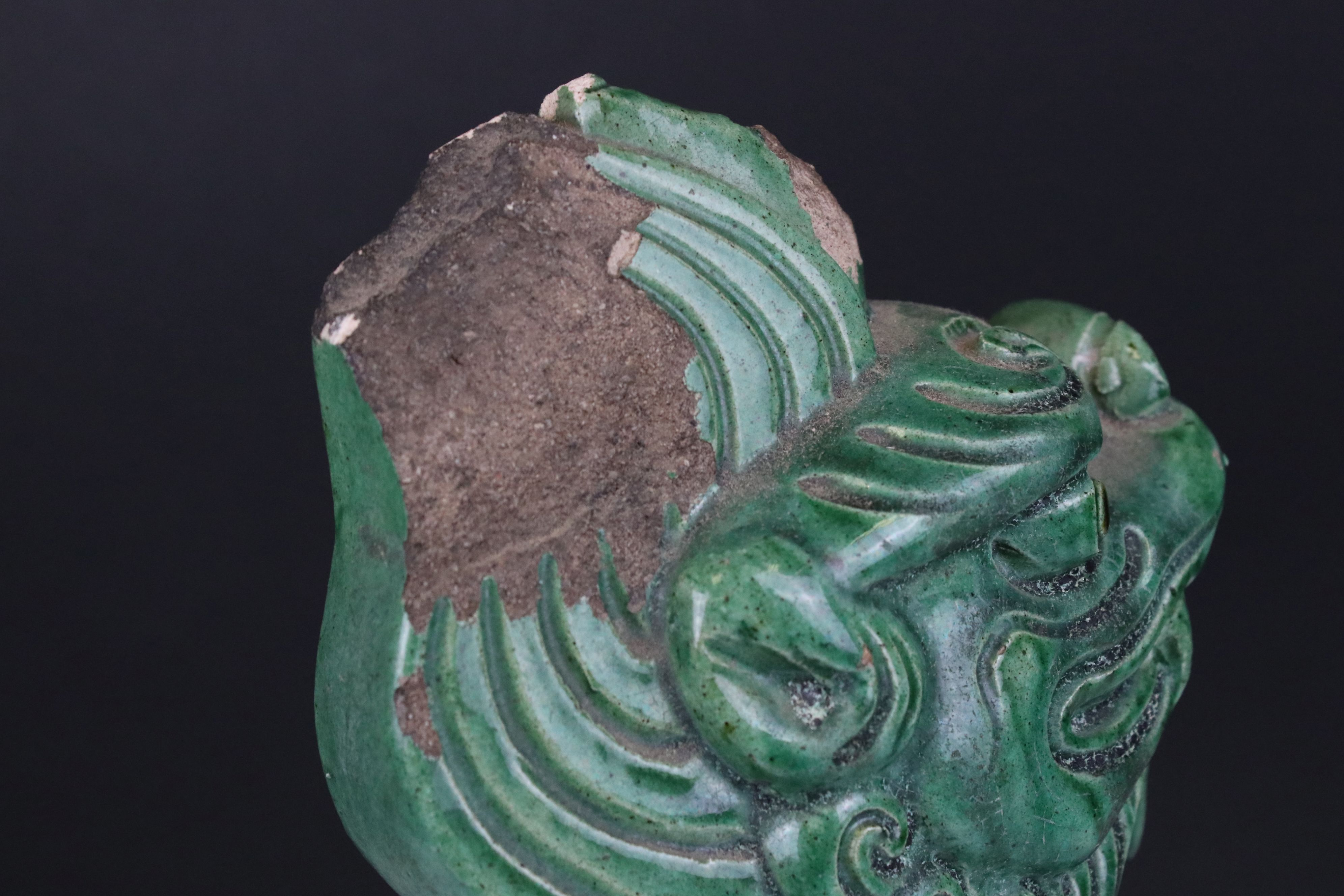 Chinese Green Glazed Pottery Roof Ridge Tile surmounted by a Mythical Creature, 34cms high - Image 6 of 6