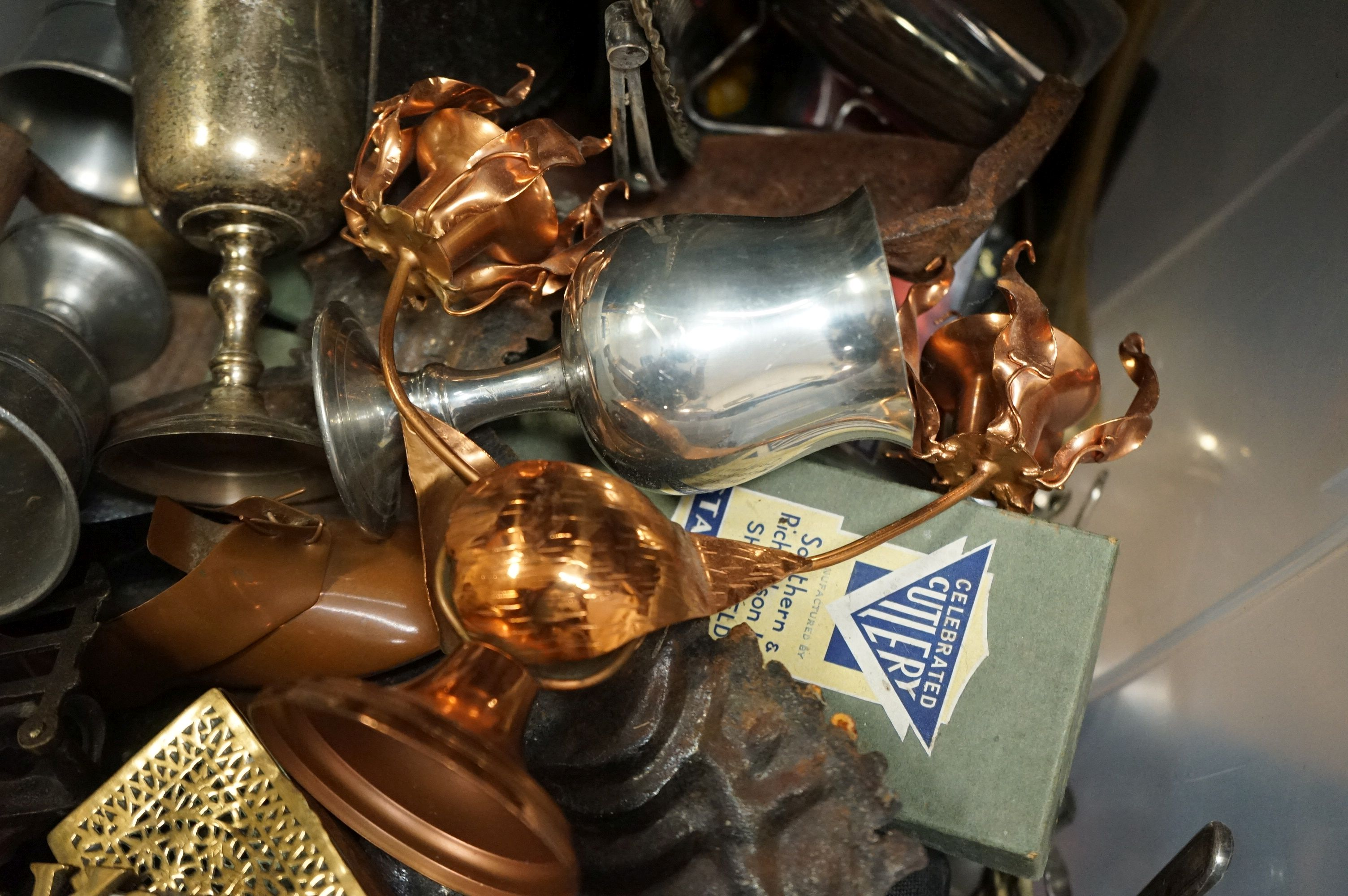 A box of mixed collectables to include silver plated items, copper ware and brass ware. - Image 5 of 5
