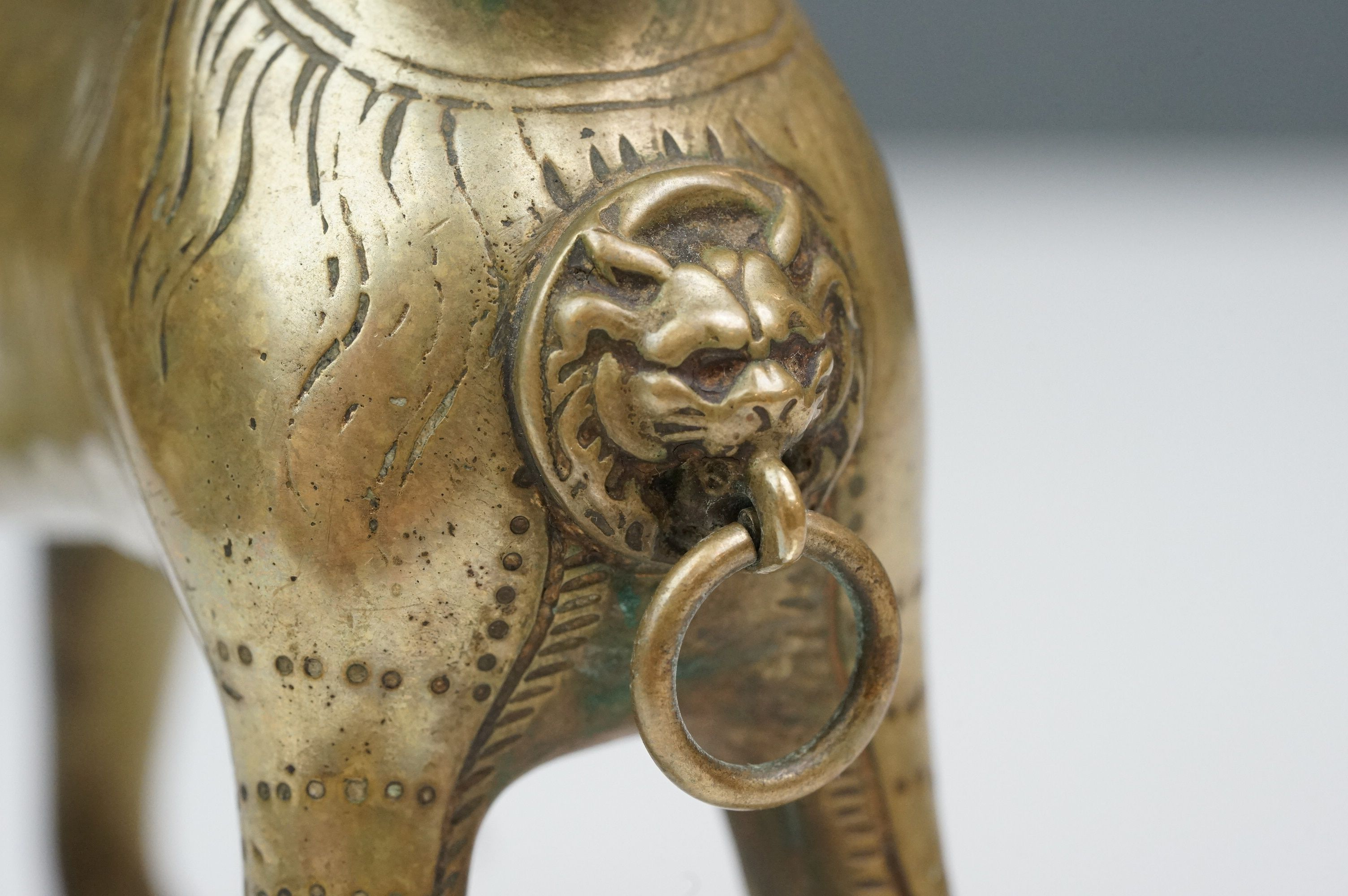 Antique brass table top cigar lighter in the form of a stylized dog - Image 9 of 9