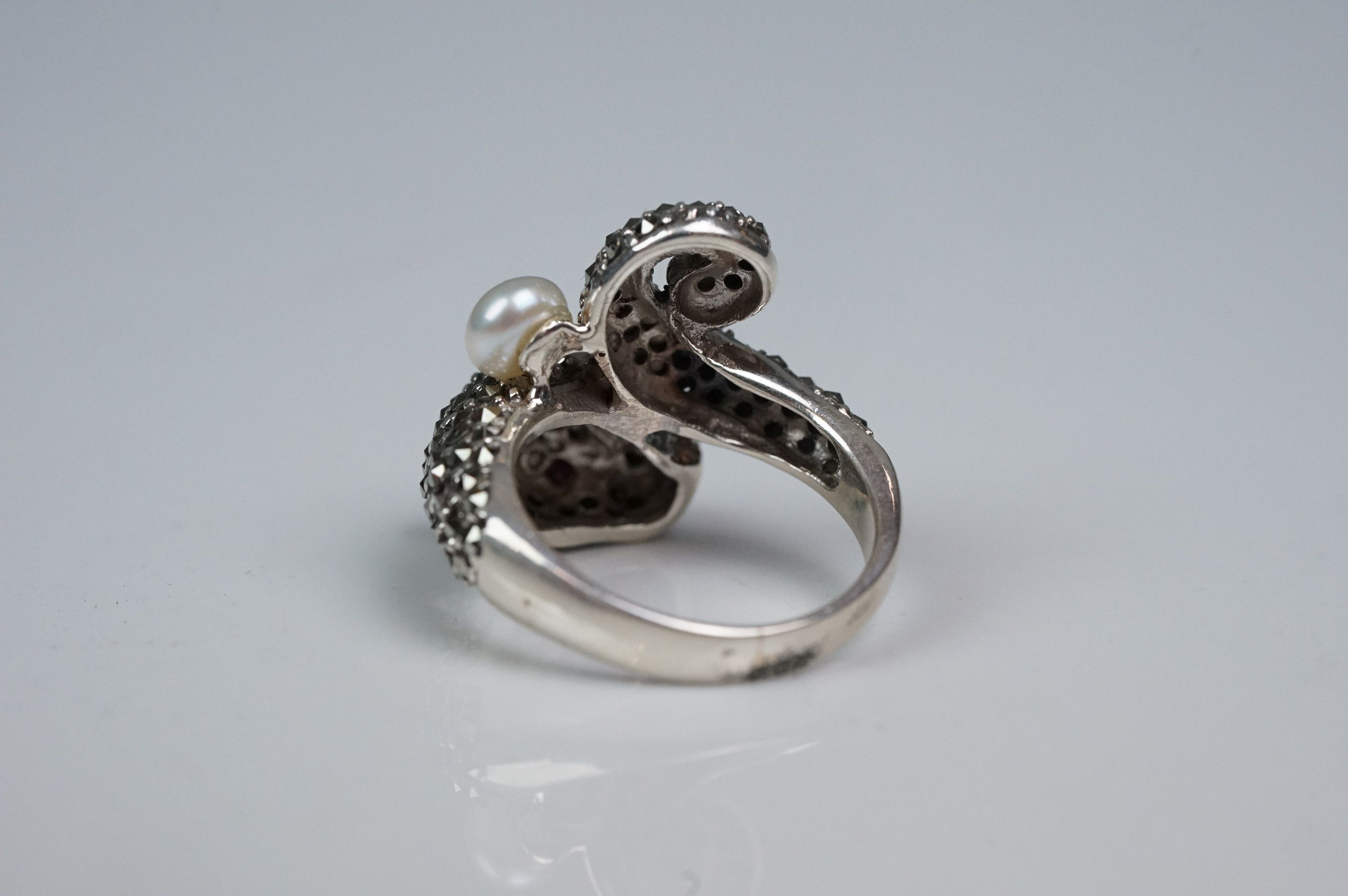 Silver panther ring, set with marcasites and ruby eyes - Image 2 of 6