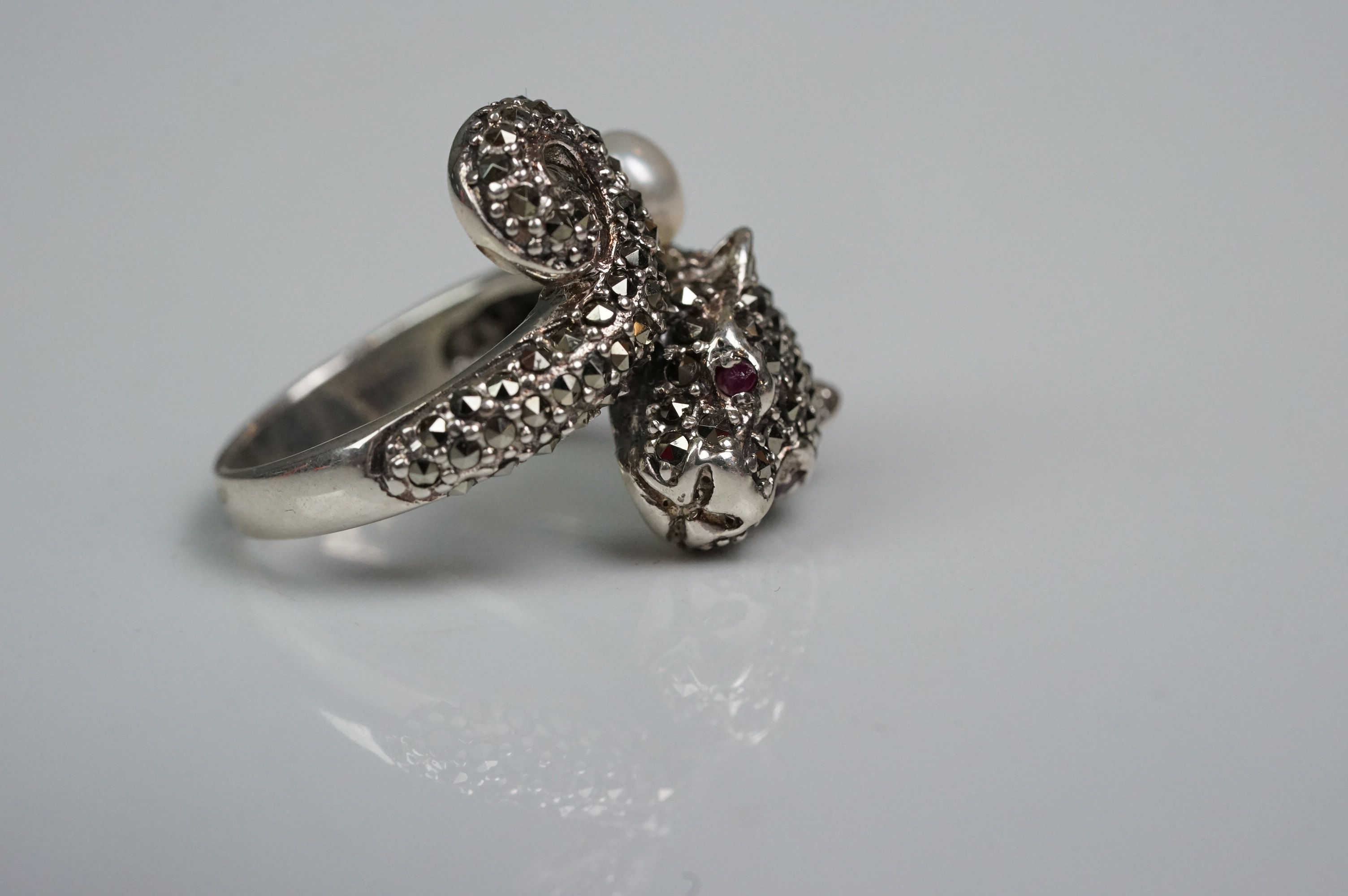 Silver panther ring, set with marcasites and ruby eyes - Image 5 of 6