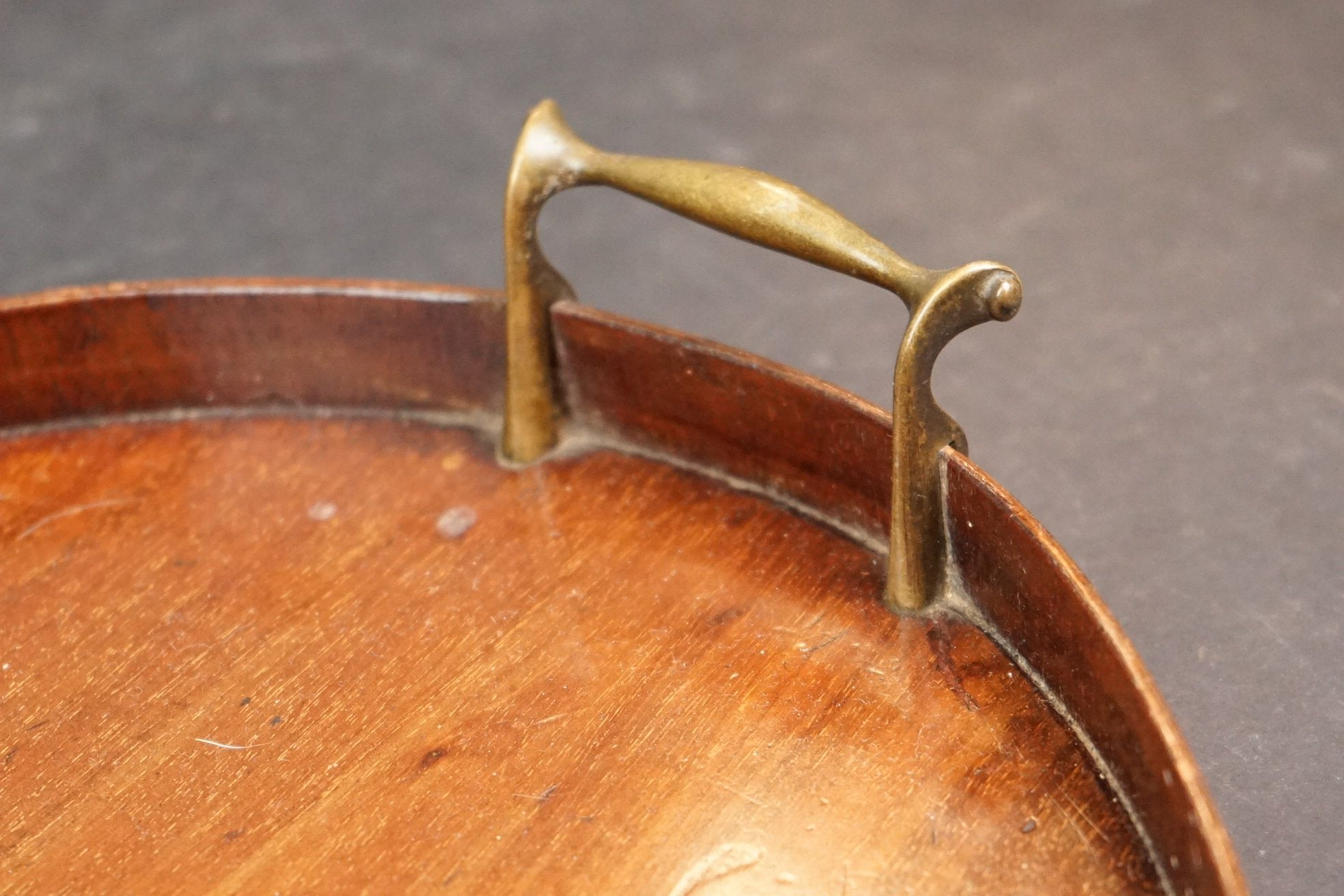 An early 20th century wooden oval serving tray with inlayed decoration. - Image 2 of 4
