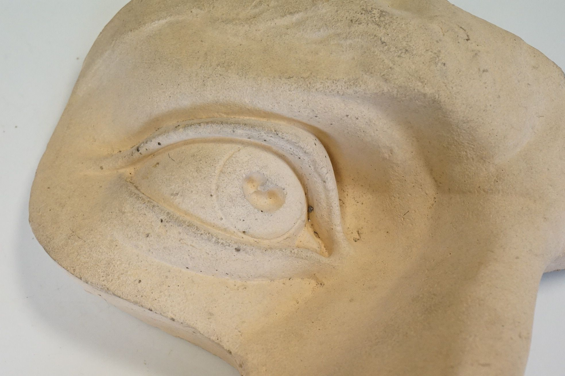 Contemporary stone sculpture of an opera mask / facial figure - Image 3 of 4