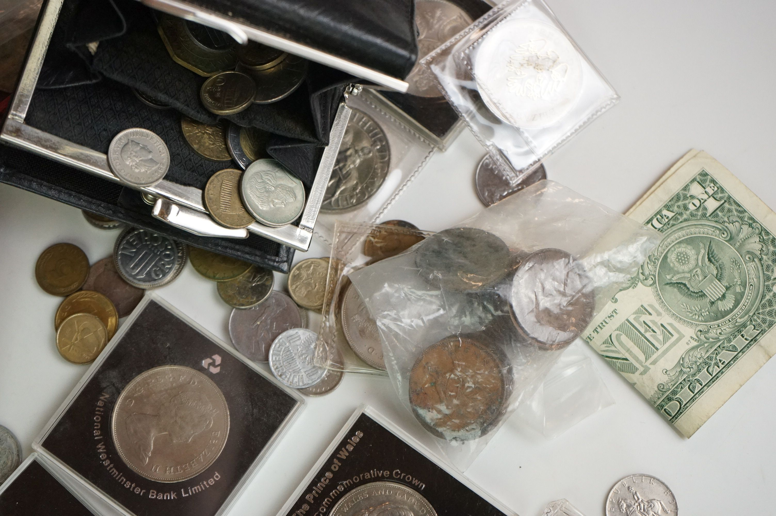 A collection of British and world coins to include commemorative and proof examples - Image 3 of 9