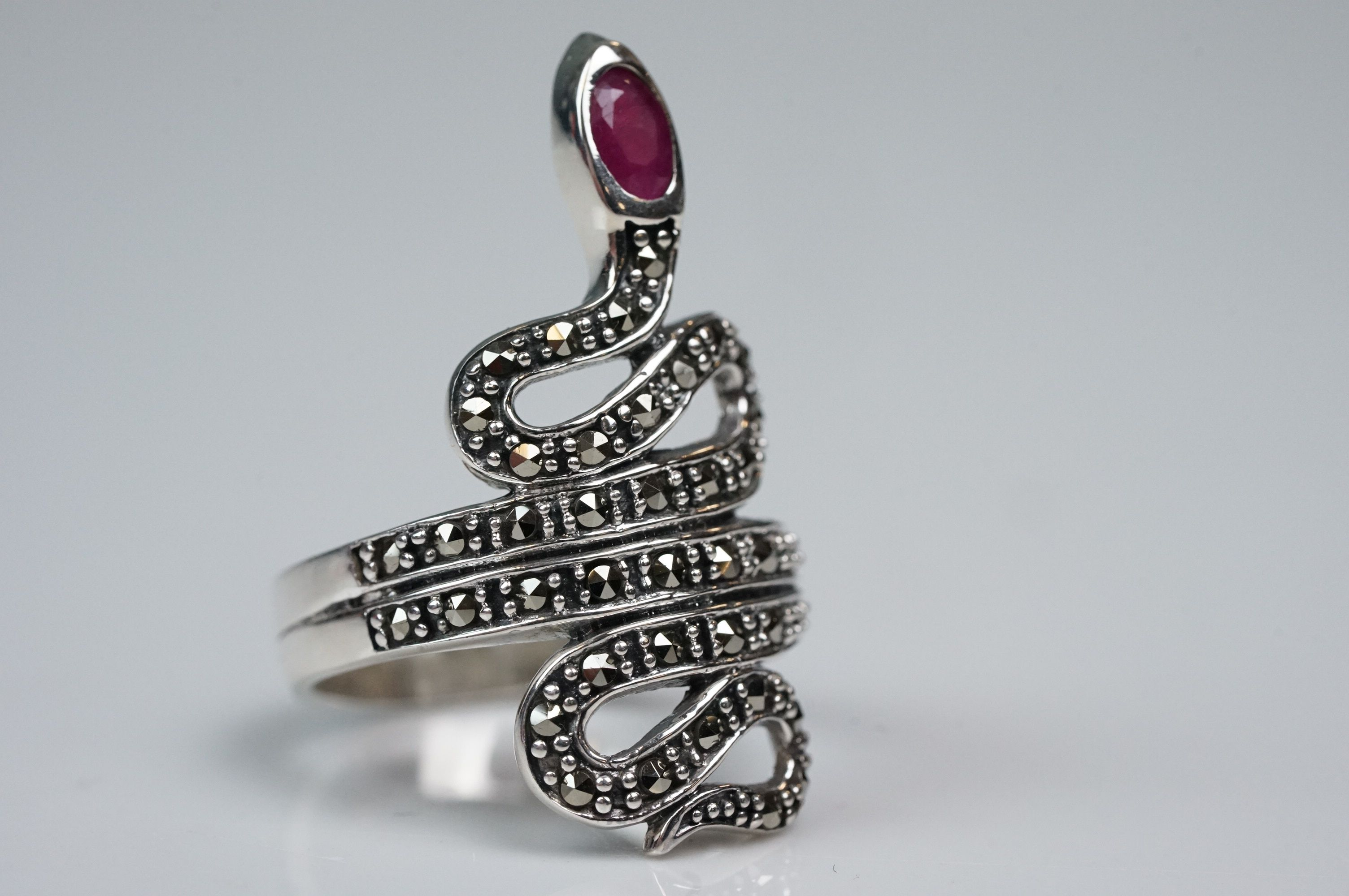 Silver dress ring in the form of a snake, set with marcasites and ruby - Image 4 of 5