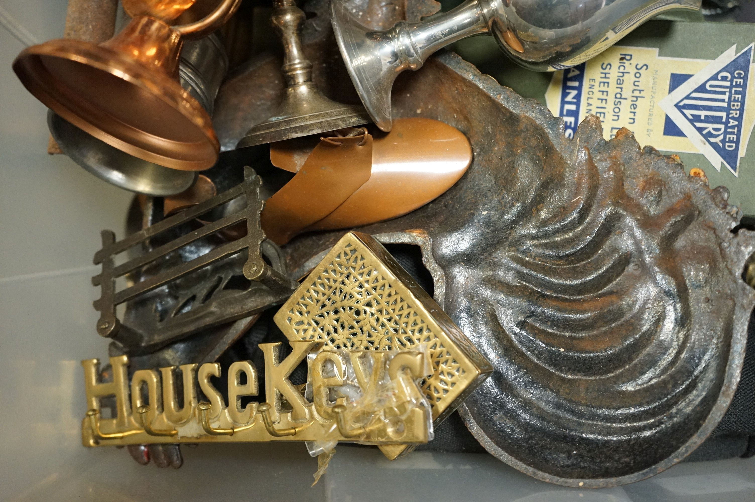 A box of mixed collectables to include silver plated items, copper ware and brass ware. - Image 2 of 5