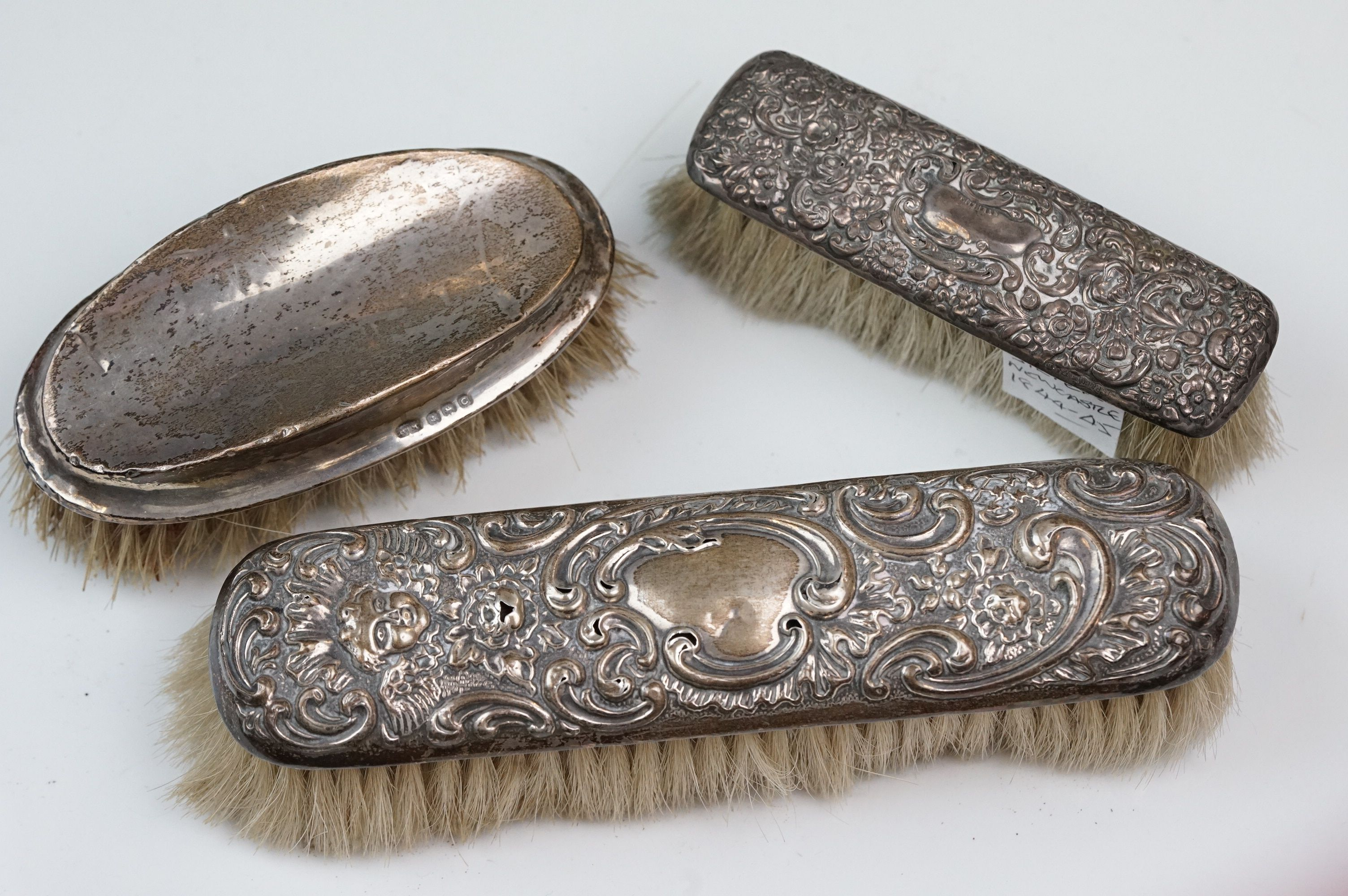 Silver topped dressing table items to include hand mirrors, brushes, jars, button hook and shoe - Image 6 of 12