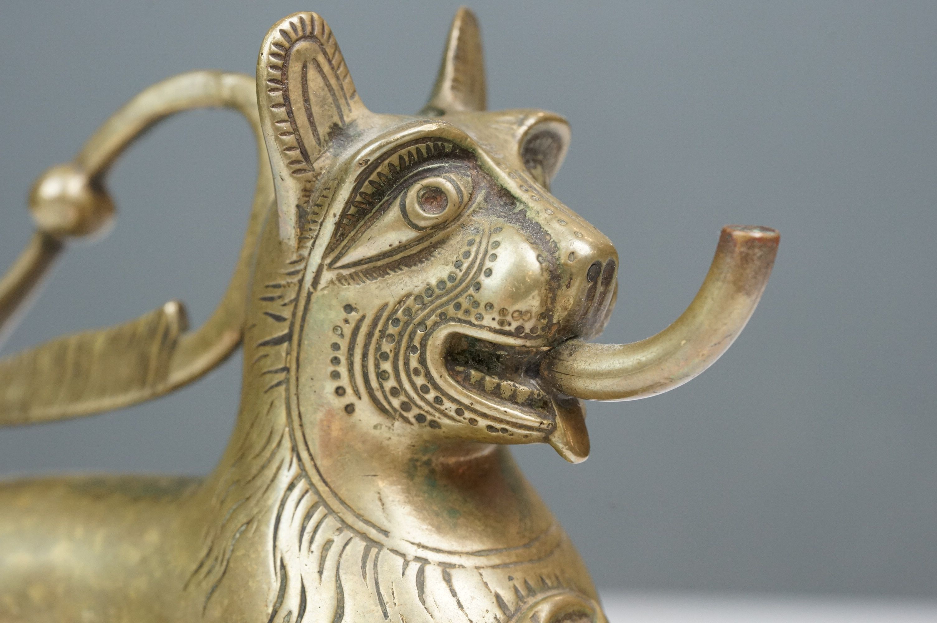 Antique brass table top cigar lighter in the form of a stylized dog - Image 7 of 9