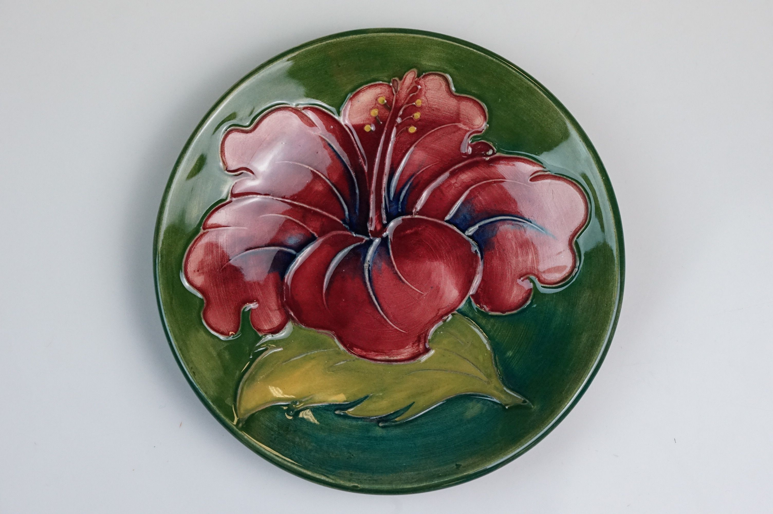 Moorcroft hibiscus flower pin dish, green ground with red flower, diameter approx 11.5cm - Image 2 of 5