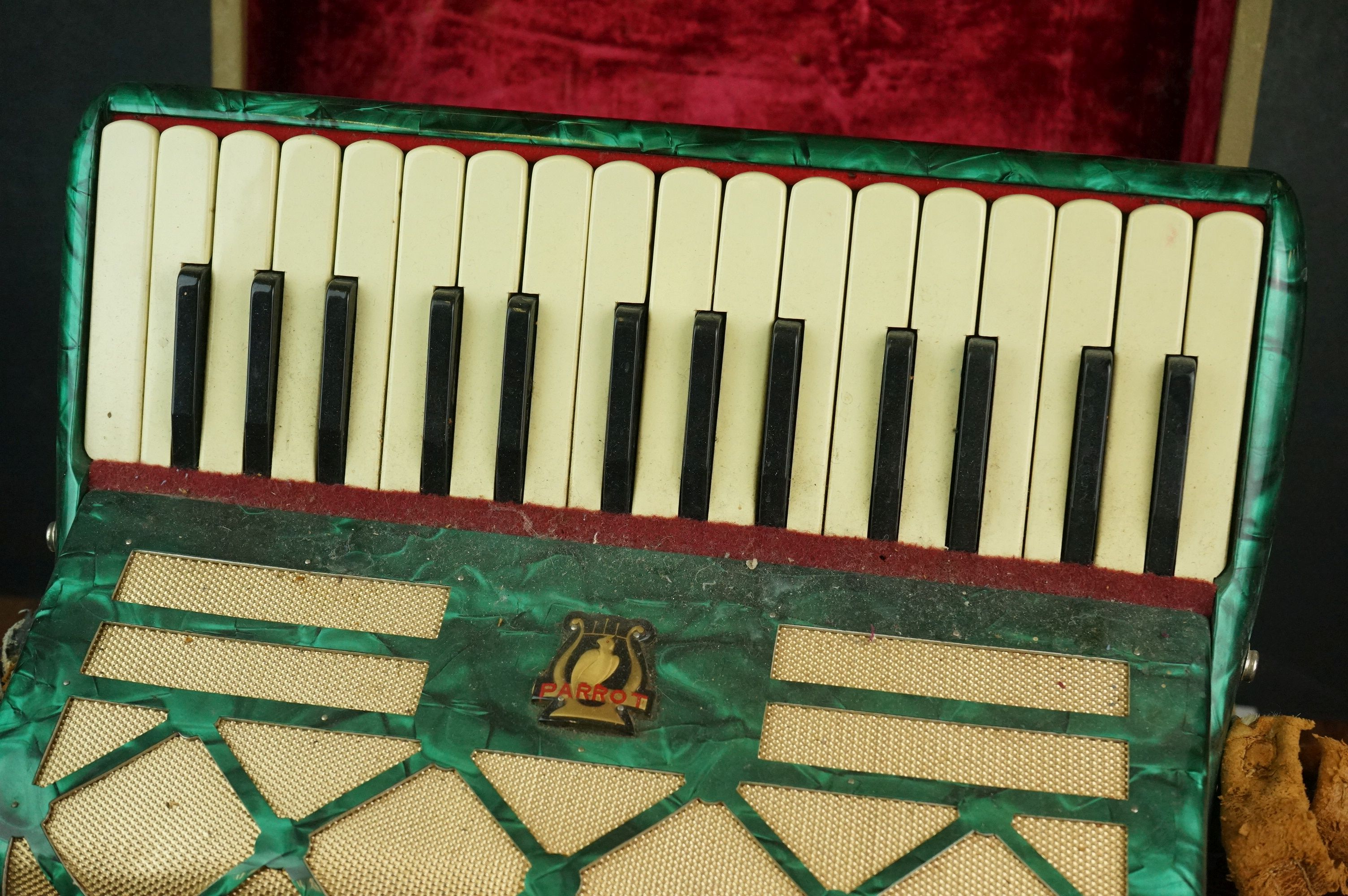 A vintage Parrot Accordion in green in original fitted case. - Image 5 of 10