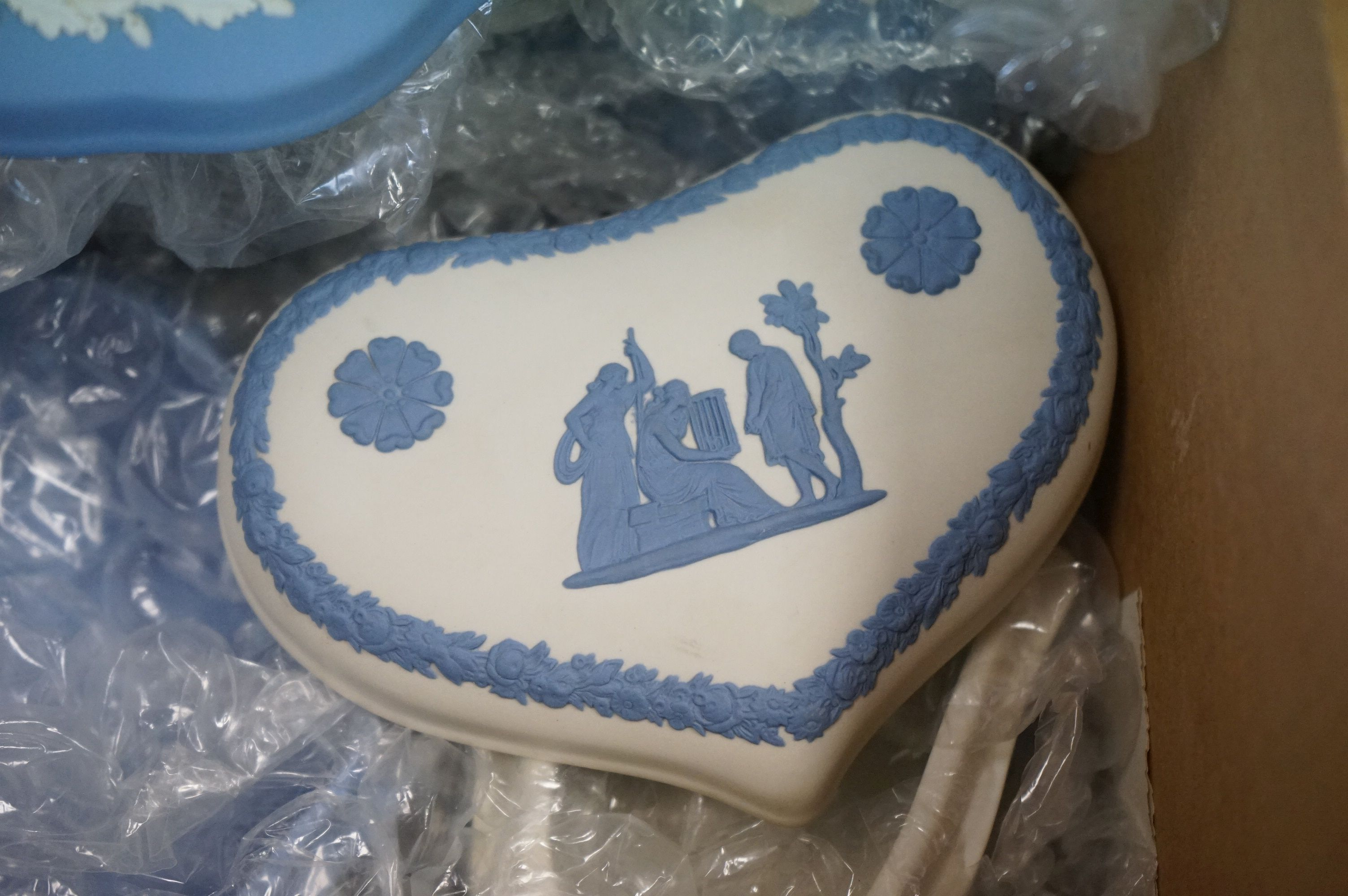 A collection of Wedgwood jasper ware to include trinket boxes and pin dishes. - Image 3 of 3