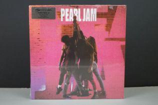 Vinyl - Pearl Jam Ten LP on Simply Vinyl 4688841, sealed