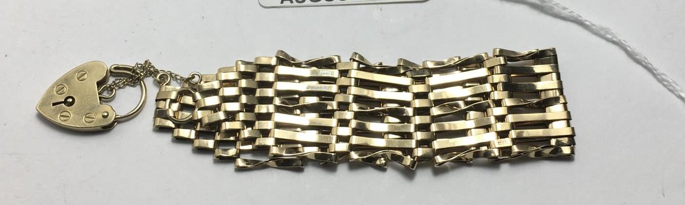 9ct gold ladies gate bracelet, 11 grams - Image 2 of 4