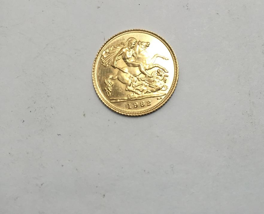 1982 gold half sovereign 1 - Image 4 of 4