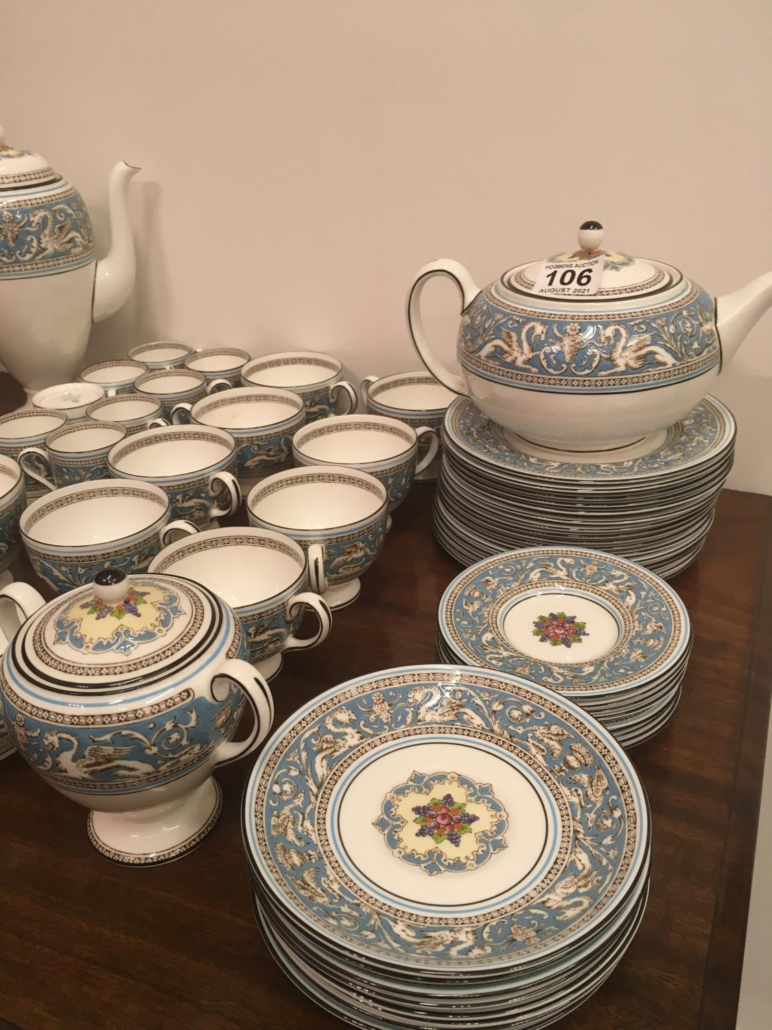 Wedgwood Classical Tea and Coffee set 8 place setting includes, coffee pot, tea pot, cream and - Image 2 of 7