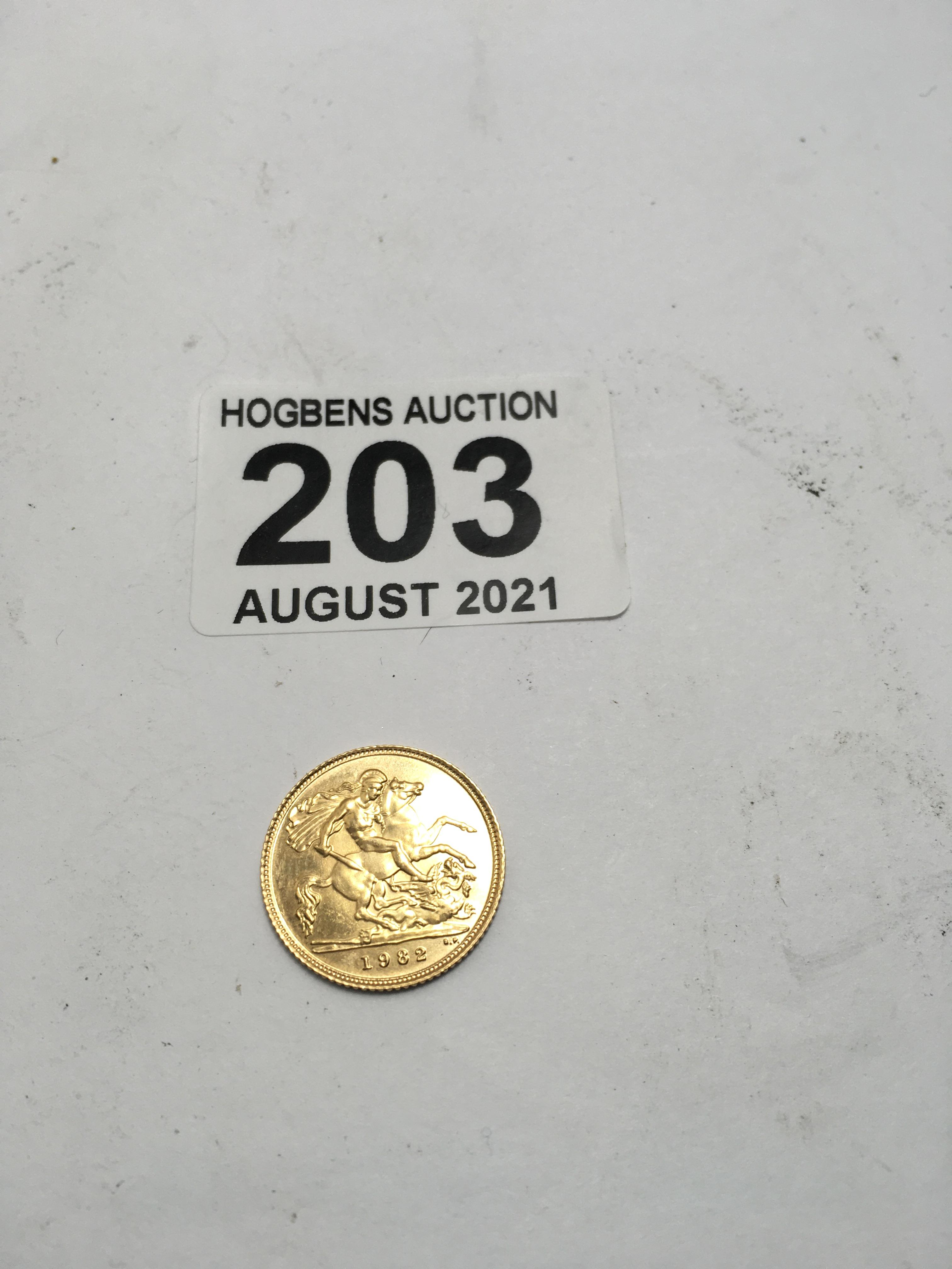 1982 gold half sovereign 1 - Image 3 of 4