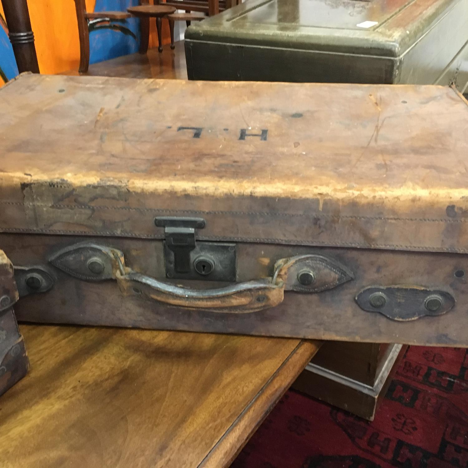 4 x matching antique leather suitcases of graduating size in what appears to be a set of 4, and 1 - Image 3 of 9
