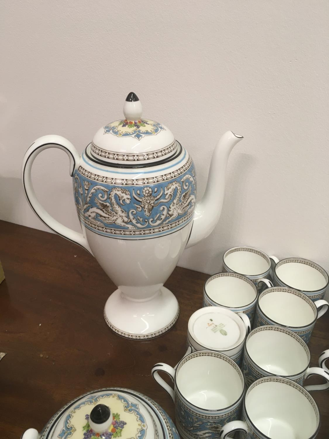 Wedgwood Classical Tea and Coffee set 8 place setting includes, coffee pot, tea pot, cream and - Image 3 of 7
