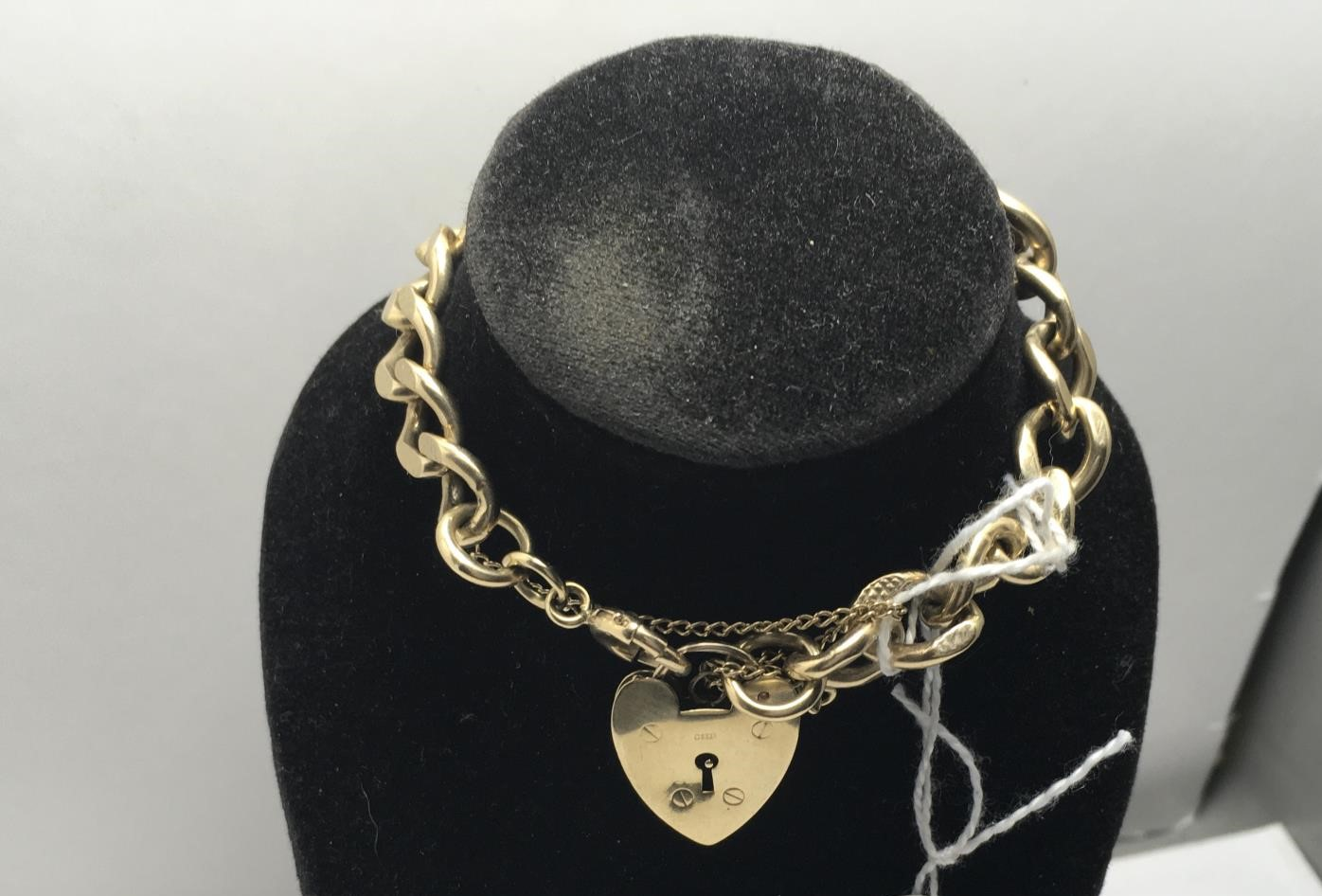 Ladies 9ct gold bracelet with heart shaped locket 20 grams