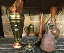 SHELF OF COPPERWARE INCL; COPPER HUNTING HORN, 4 JUGS & DISPLAY STAND