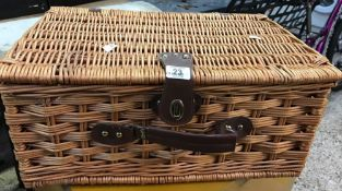 WICKER PICNIC BASKET & CONTENTS INCL; PLATES CUPS & SAUCERS