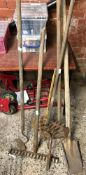QTY OF VINTAGE GARDEN TLS INCL; HOE, RAKE ETC