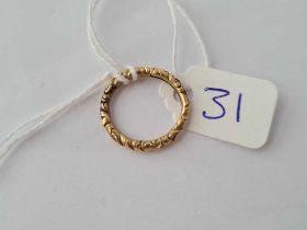 A antique gold split ring size E 1/2 - 1.8 gms