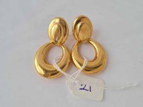 A pair of 9ct hoop dropped earrings 9ct - 6.6 gms