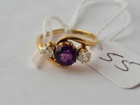 A diamond and amethyst cross over ring 18ct gold size J1/2 -3.2 gms
