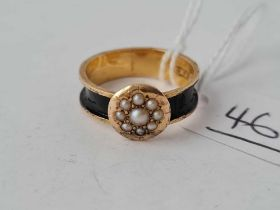 A early Victorian black enamel and pearl cluster memorial ring 15cg gold size M - 2.1 gms