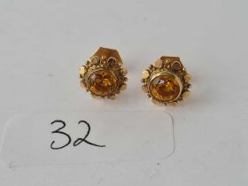 A pair of citrine and 9ct ear studs 1.6g inc