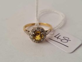 A EDWARDIAN YELLOW SAPPHIRE AND DIAMOND CLUSTER RING 18CT GOLD SIZE J1/2 - 2.8 GMS