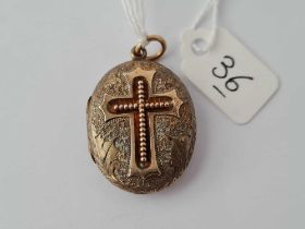 A Victorian gold engraved locket with cross motif 6.7g