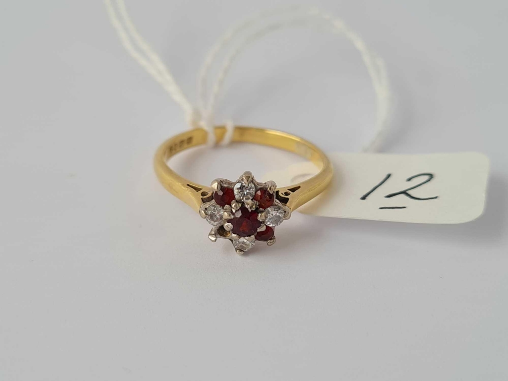 A diamond & garnet 18ct gold flower head ring (stone out)size M 3.2g inc - Image 2 of 2