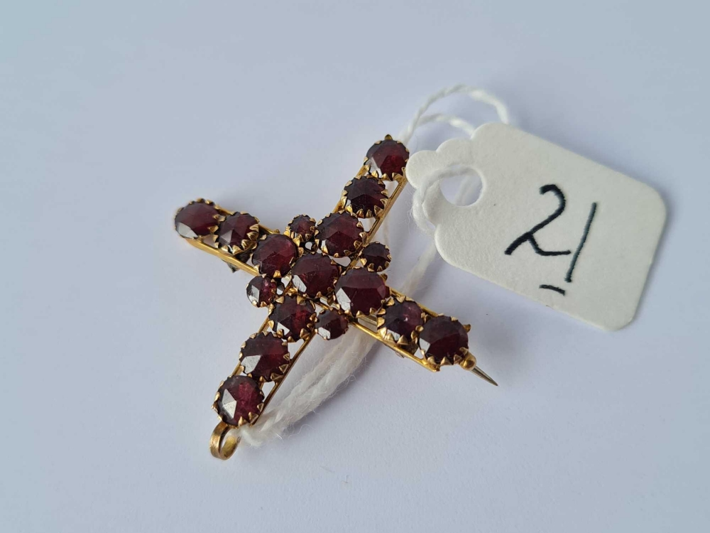 An antique garnet and gold pendant/brooch in the form of a cross 2.6g inc - Image 2 of 3
