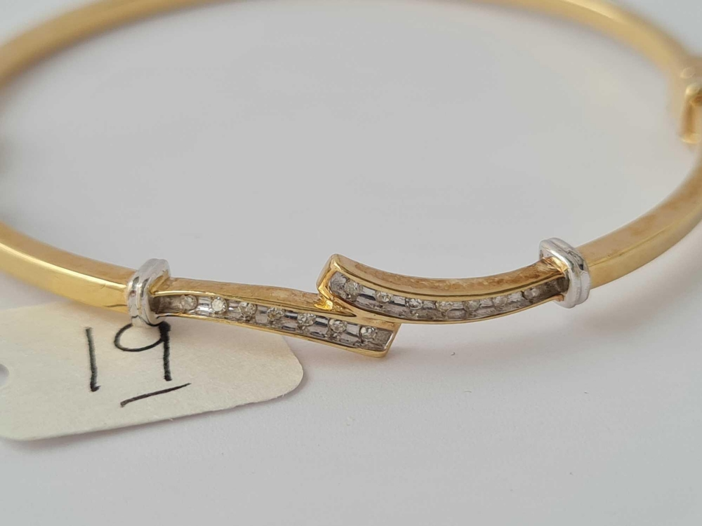 An attractive hinged 9ct bangle with channel set diamonds 6.6g inc - Image 2 of 2