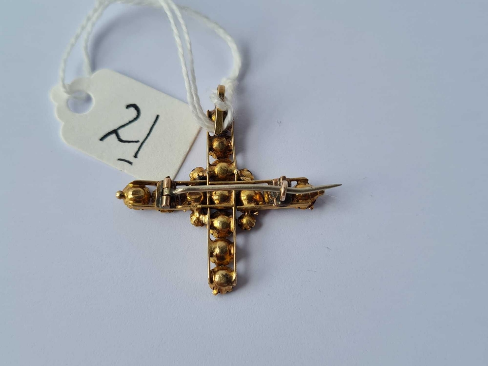 An antique garnet and gold pendant/brooch in the form of a cross 2.6g inc - Image 3 of 3