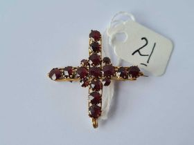 An antique garnet and gold pendant/brooch in the form of a cross 2.6g inc