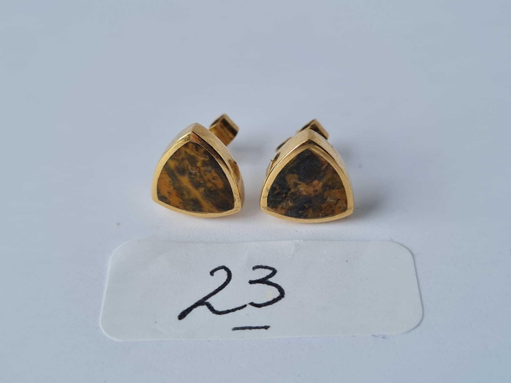 A pair of polished triangular stone set 9ct earrings 2.9g