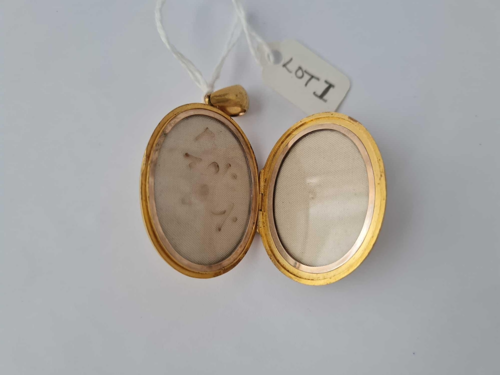 A attractive Victorian oval locket front with ruby's and pearls hinge centre with two photo - Image 3 of 3