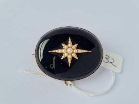 A gold onyx & pearl memorial brooch engraved 1877 with name to reverse 27g inc