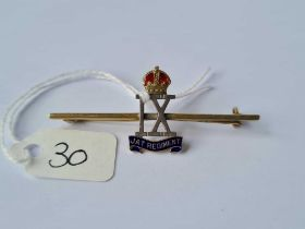 9ct and enamel military brooch 4.3g inc